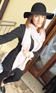 floppy hat outfit 4