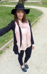 floppy hat outfit